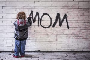 mom tag par un môme