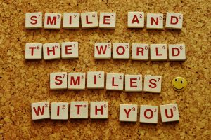 sourrit et le monde sourrit avec toi